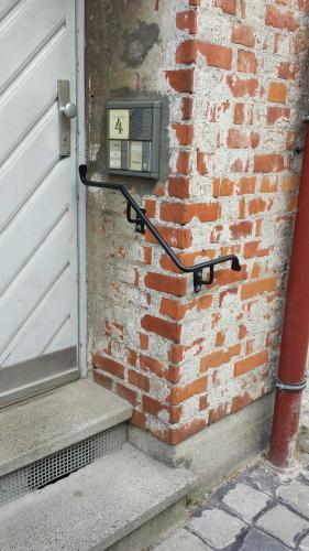 Sicherheit für eine wohnung an einer alten Stadtmauer