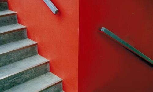 Es gibt Architekten, die bezeichnen dies als richtigen Handlauf in öffentlich zugänglichen Gebäuden.