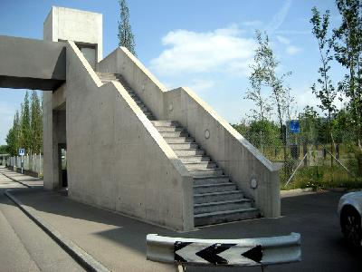 Trotz eines Treppenliftes braucht die Treppe einen Handlauf