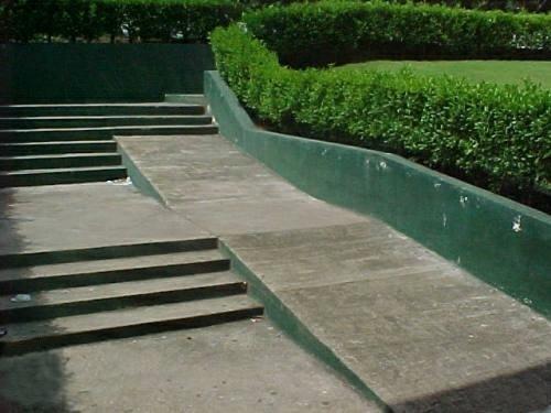 Treppe und Rampe in Einem - spezielle Lösung, schwierig für Rollstuhlfahrer
