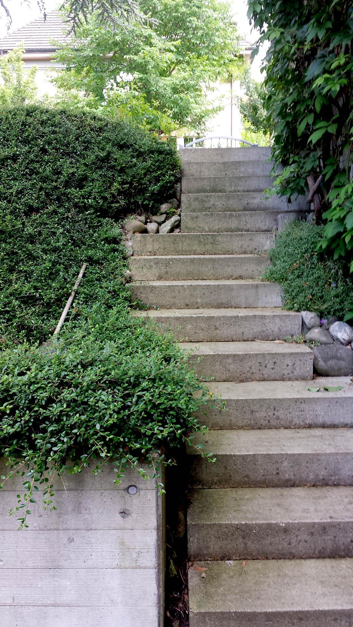 Auch wieder eine interessante Treppe, mit hohem Risiko ohne Handlauf oder Geländer