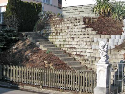 Ein schöner Aufgang - aber leider fehlt an der Treppe der Handlauf.