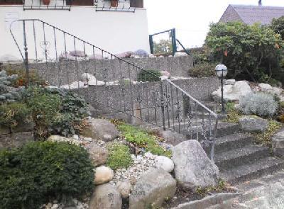 Schön, aber aufwändig, denn solche Treppen brauchen kein Geländer, sondern nur einen Handlauf