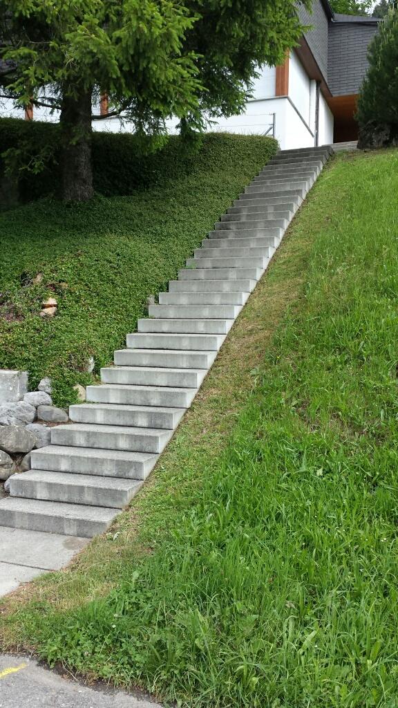 Nicht nur im Winter ist diese Treppe - vor allem treppab - sehr gefährlich.